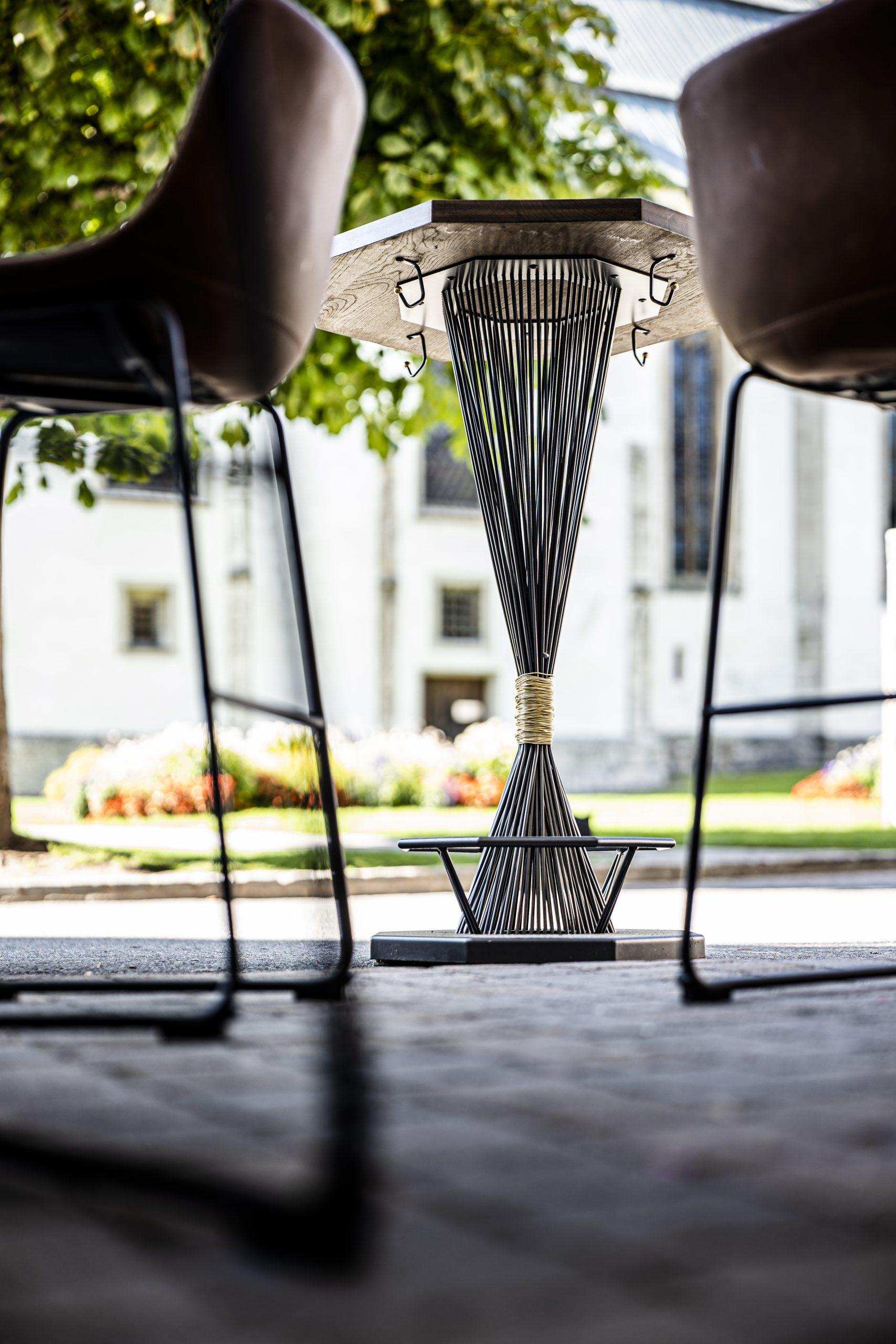 Bar-Stehtisch Unten der Möbelschlosserei VINDU Stylez