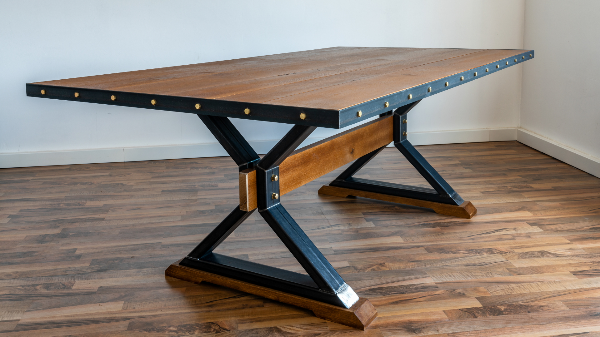 Esstisch der Möbelschlosserei VINDU Stylez