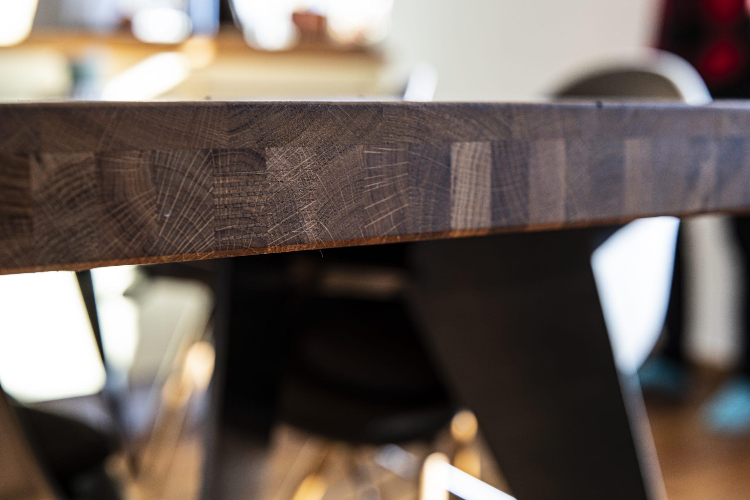 Esstisch Detail der Möbelschlosserei VINDU Stylez