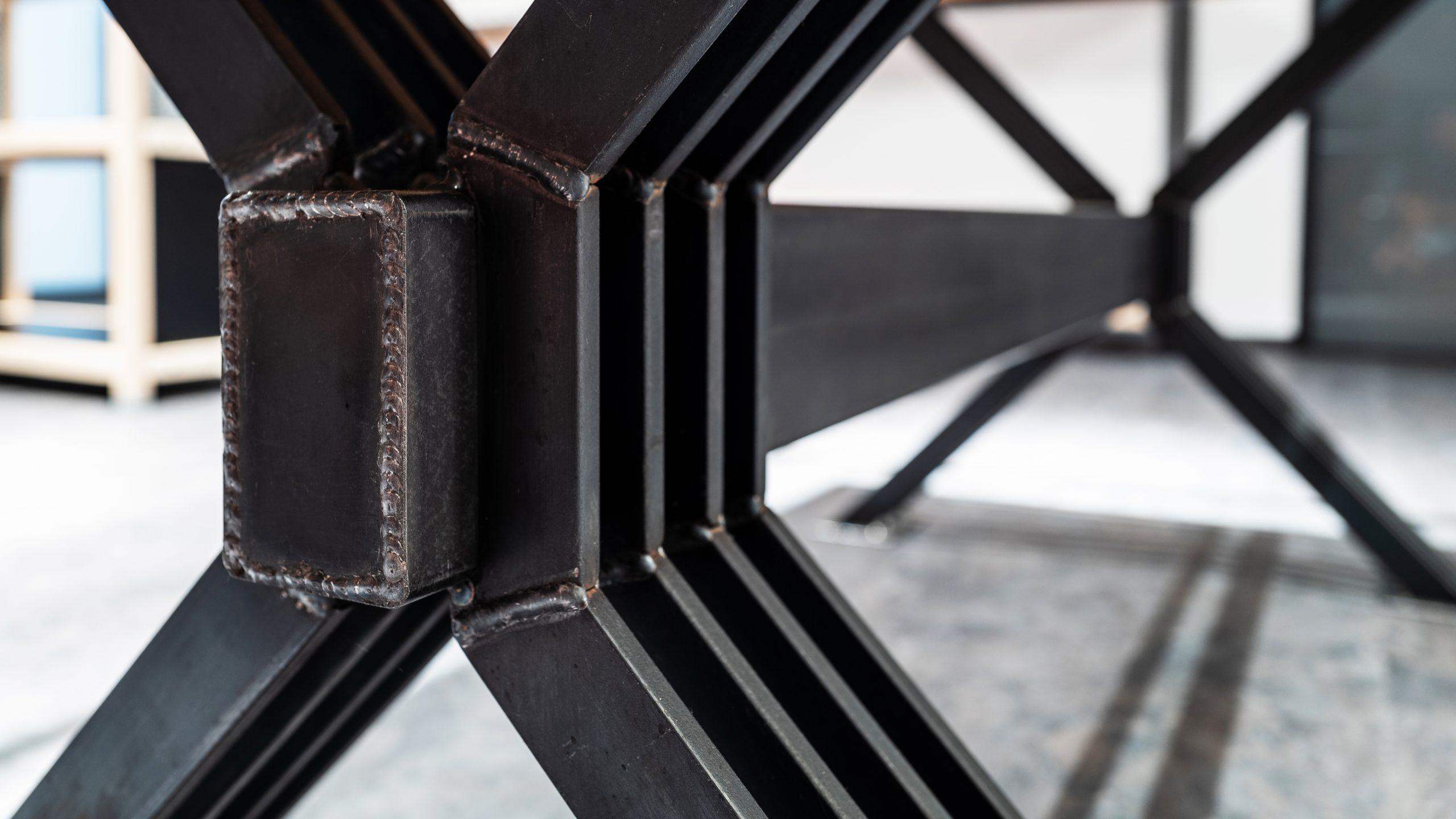 Esstisch Füße Detail der Möbelschlosserei VINDU Stylez