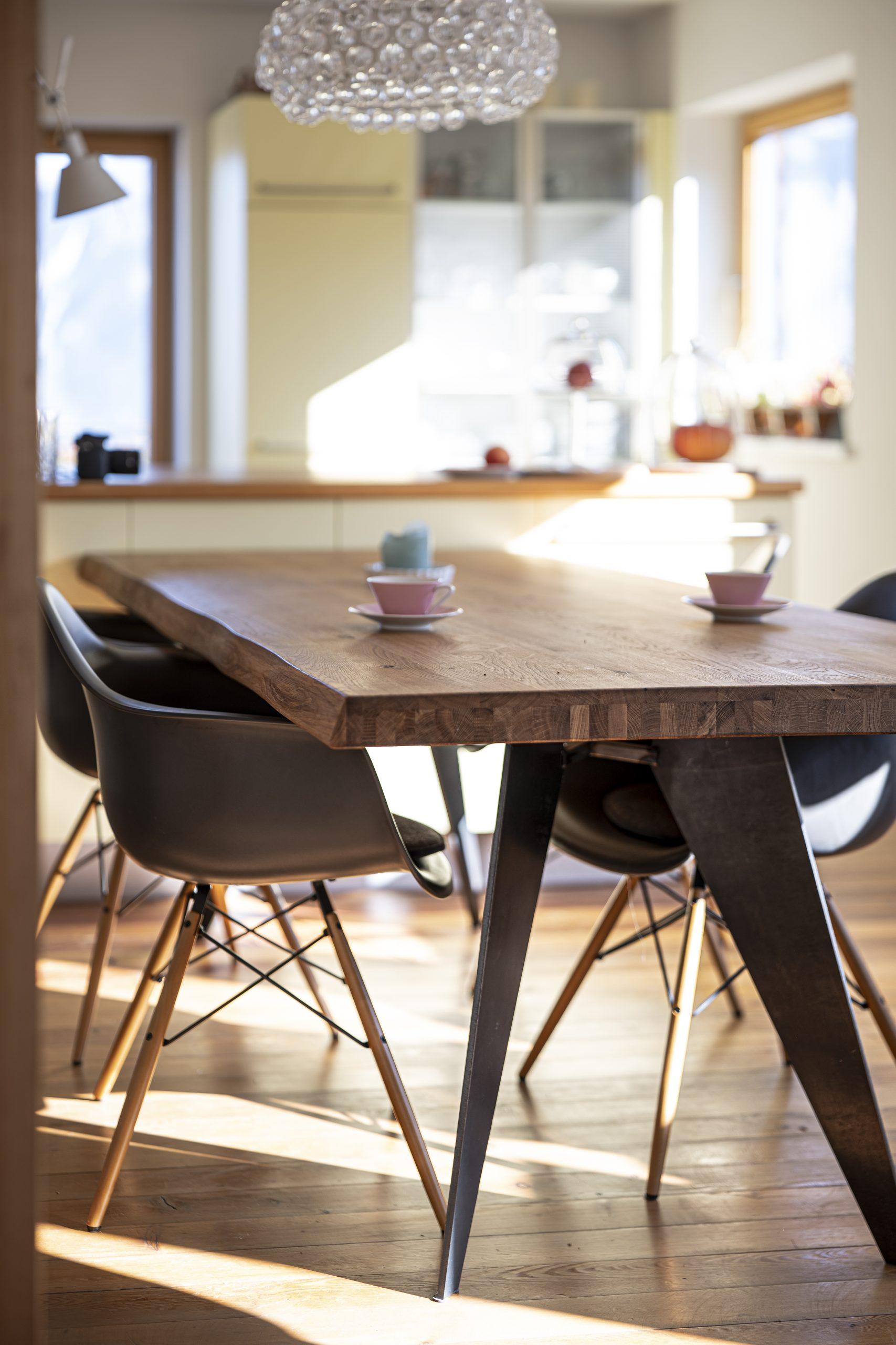 Esstisch Oben der Möbelschlosserei VINDU Stylez