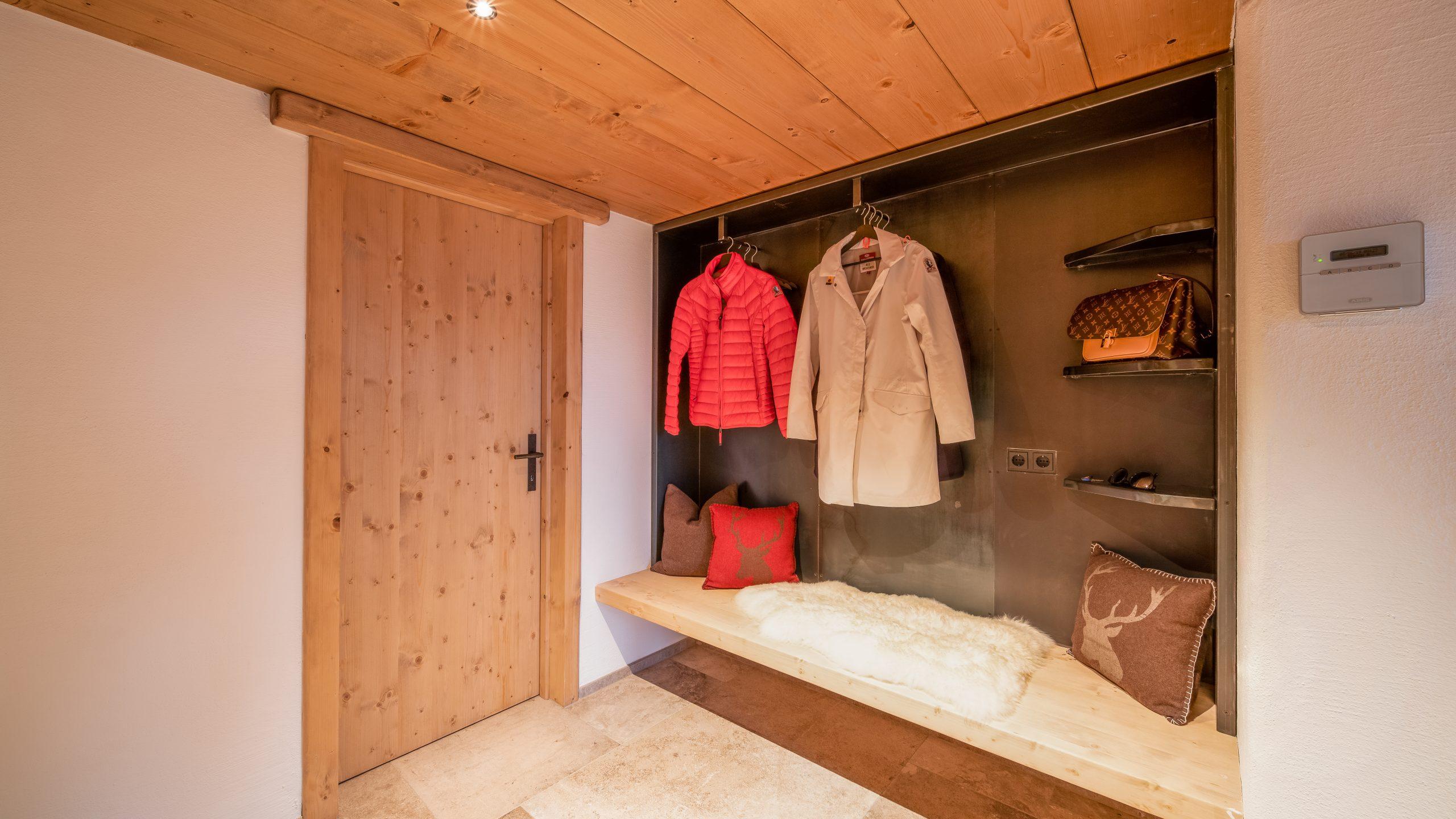 Garderobe der Möbelschlosserei VINDU Stylez
