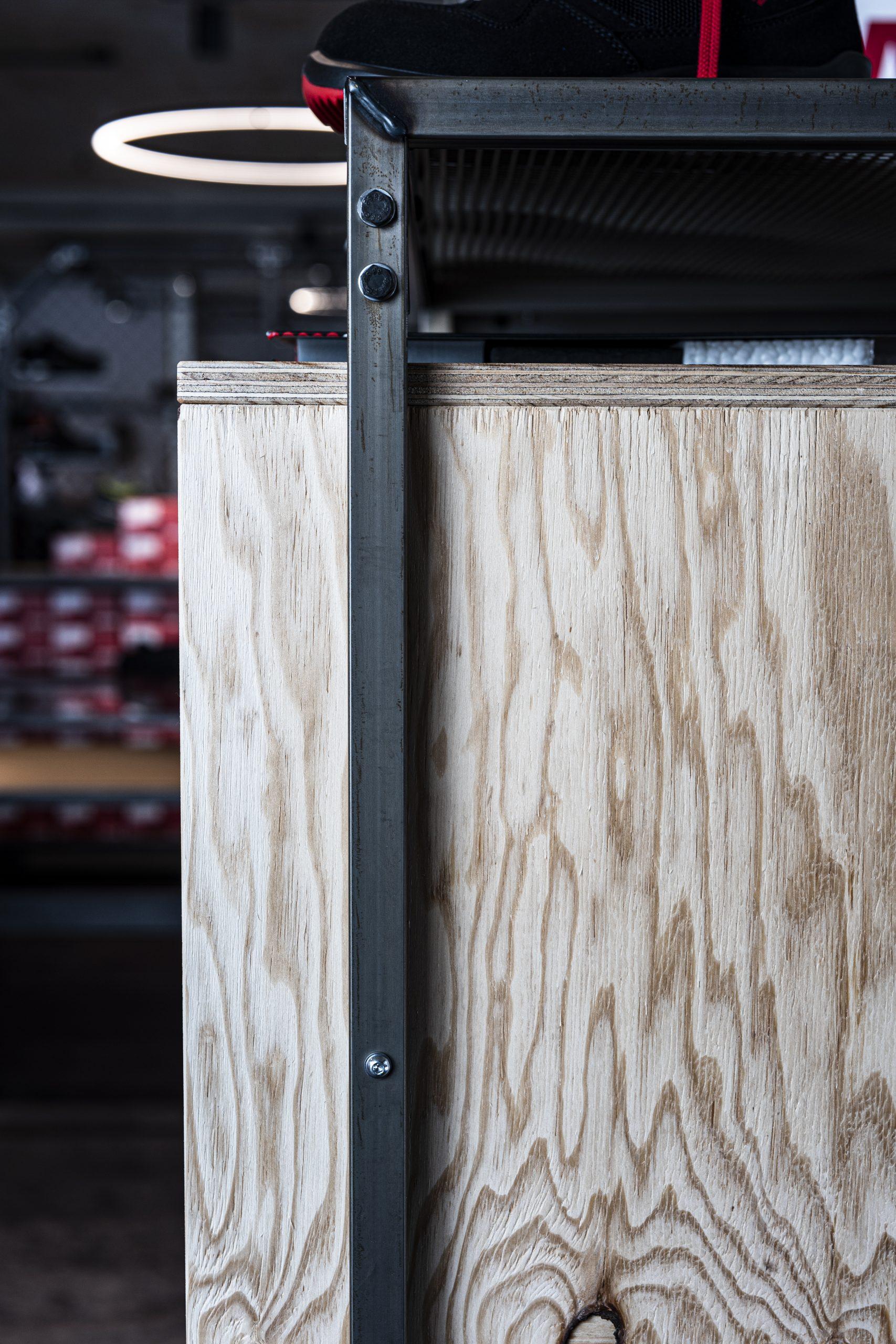 Ladenregal Detail der Möbelschlosserei VINDU Stylez